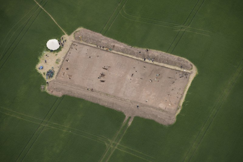 Oblique aerial view centred on the Glasgow University excavations at Leadketty, looking WSW.