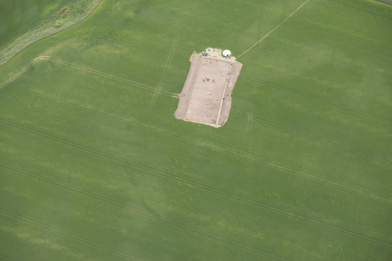 Oblique aerial view centred on the Glasgow University excavations at Leadketty, looking SSE.