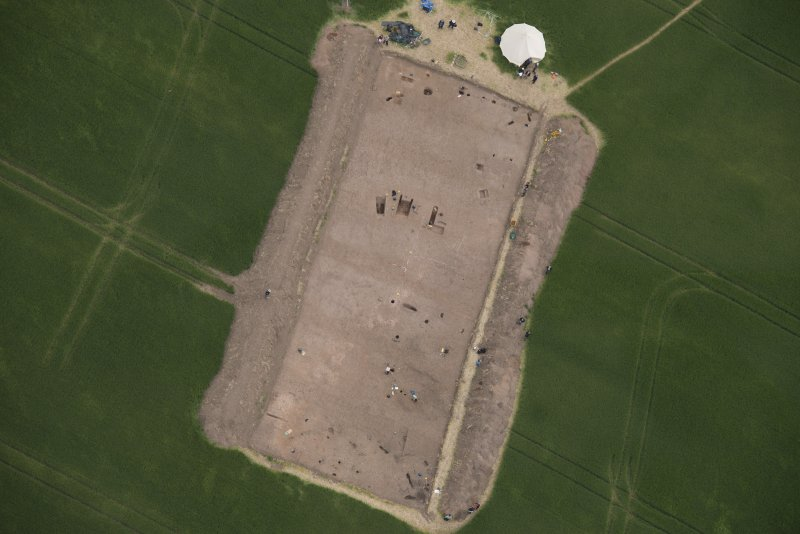 Oblique aerial view centred on the Glasgow University excavations at Leadketty, looking ESE.