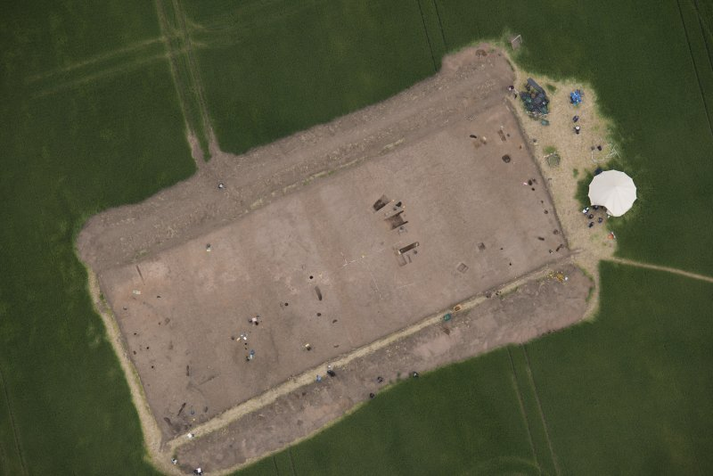 Oblique aerial view centred on the Glasgow University excavations at Leadketty, looking NE.