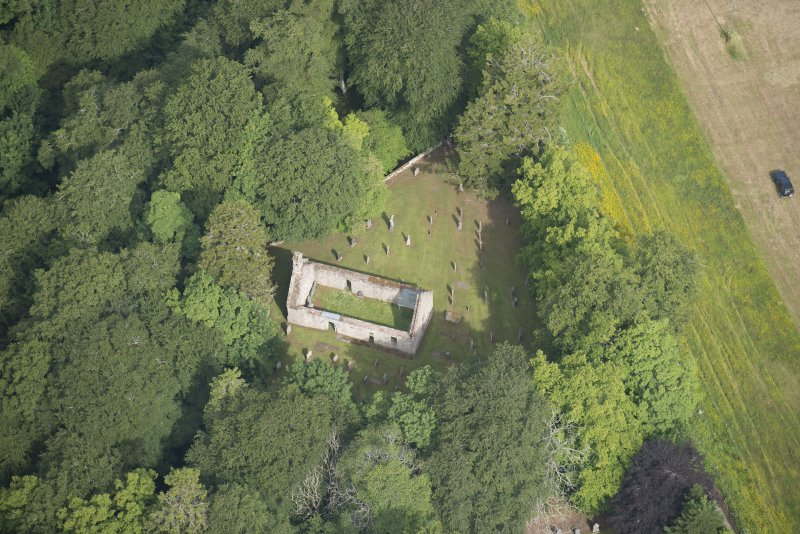 Oblique aerial view of St Mary's Church, looking to the N.