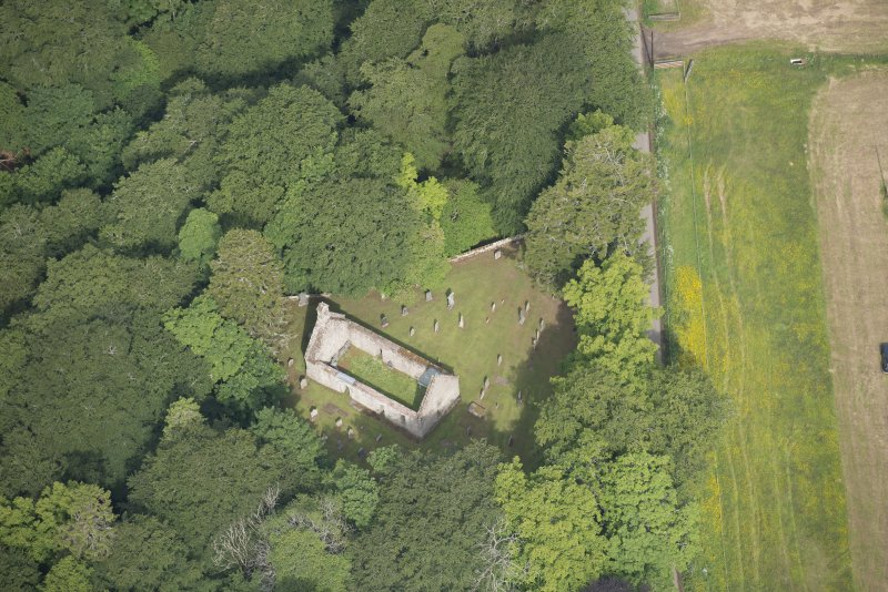 Oblique aerial view of St Mary's Church, looking to the NW.