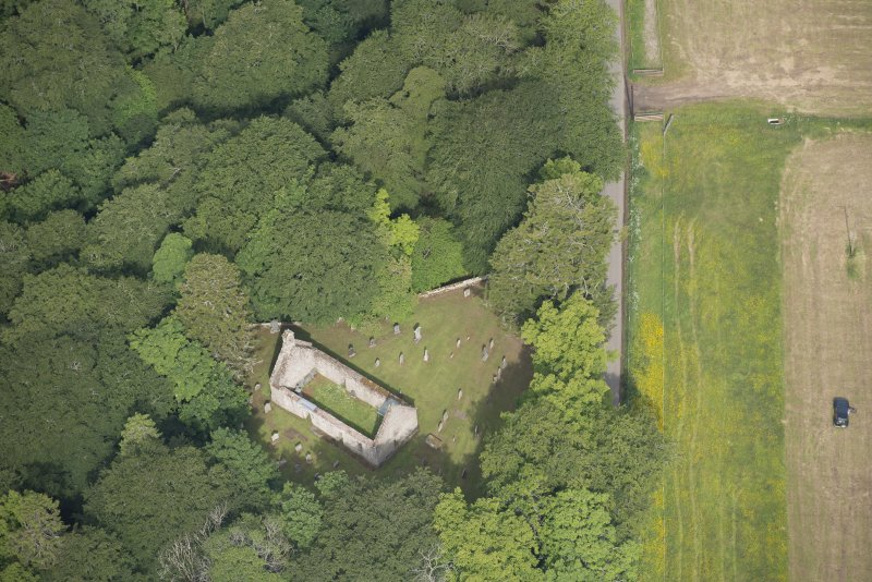 Oblique aerial view of St Mary's Church, looking to the WNW.