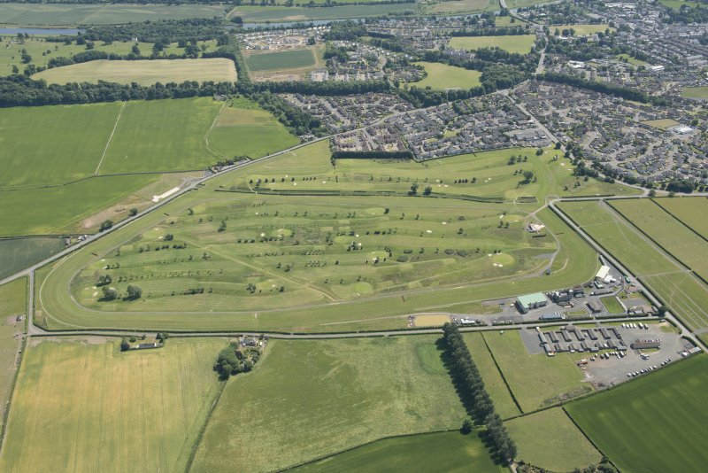 Oblique aerial view of Kelso Golf Course and Race Course, looking SE.