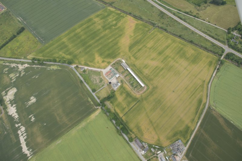 Oblique aerial view of the cropmarks of the enclosure and possible unenclosed settlement, looking W.