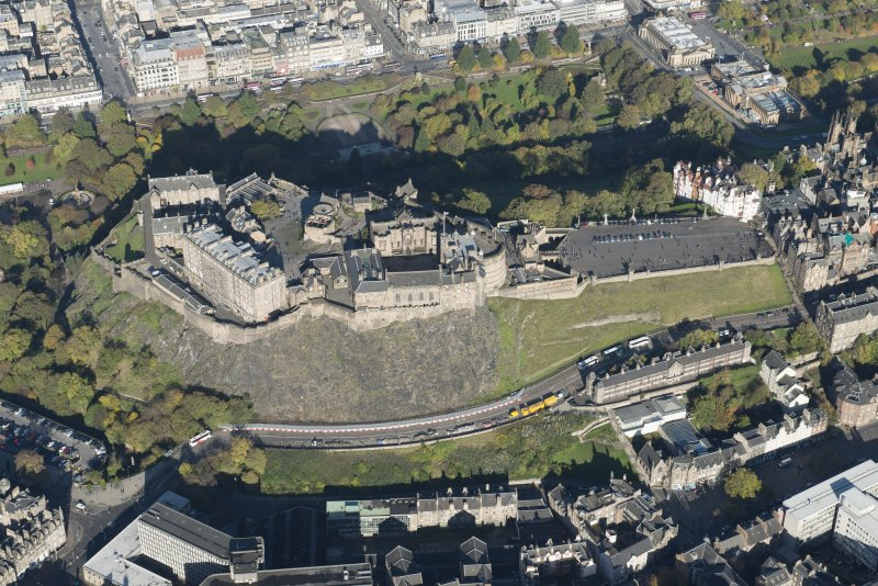 Oblique aerial view of Edinburgh Castle, looking to the N.