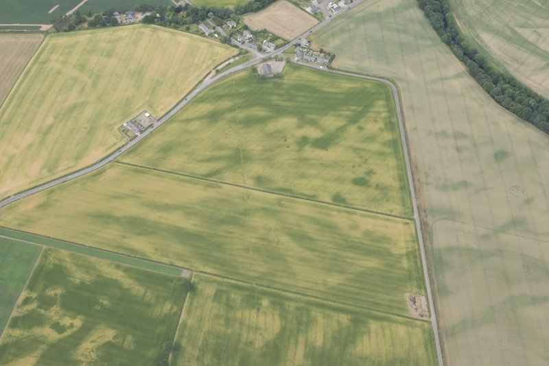 Oblique aerial view centred on the cropmarks at Inchbare and Ballownie, looking NW.