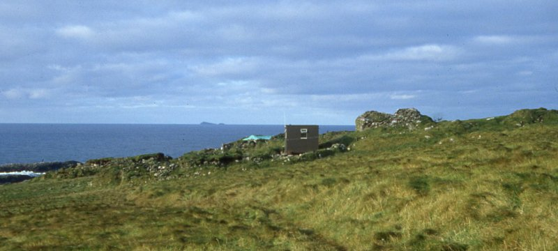 SMRU Hut & township from the east. Note tarpaulin 'roof' over Manse, 1981.