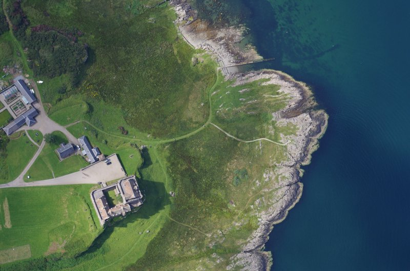 Near-vertical aerial photograph of Duart Castle and Point. The wreck lies close inshore, its position indicated by the track extending to the right, which was built to facilitate access to the working base on the rocks. (Colin Martin)