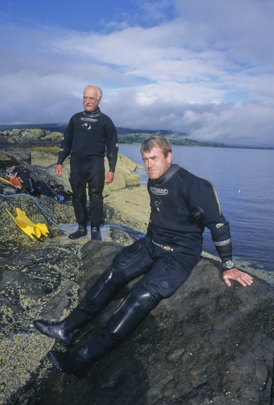 Dr Colin Martin and Graham Scott prepare to dive. (Edward Martin)