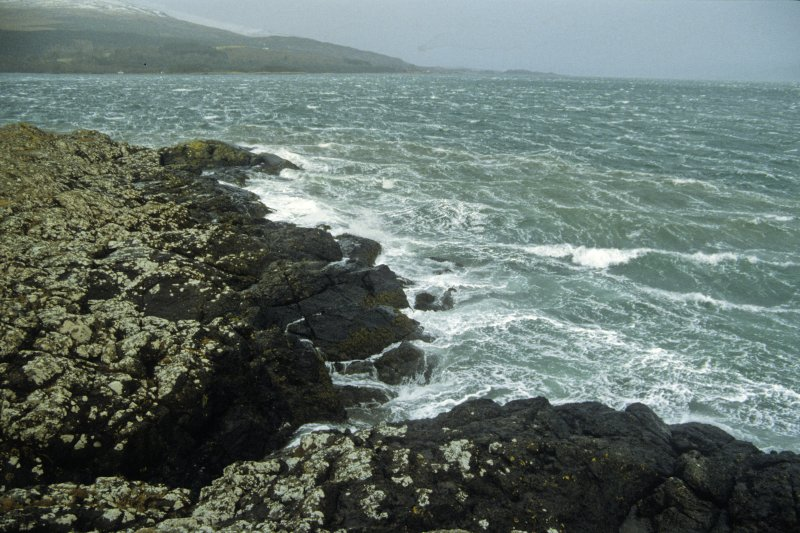 Although the site is not exposed to a long fetch of open water, wind funnelling through the Sound of Mull can generate short, choppy wave movements which, when breaking on the rocks around Duart Point, can create a backwash which in some respects may have affected the wreck-site, 10m below. These effects may be exacerbated by the wash of passing ships. (Colin Martin)