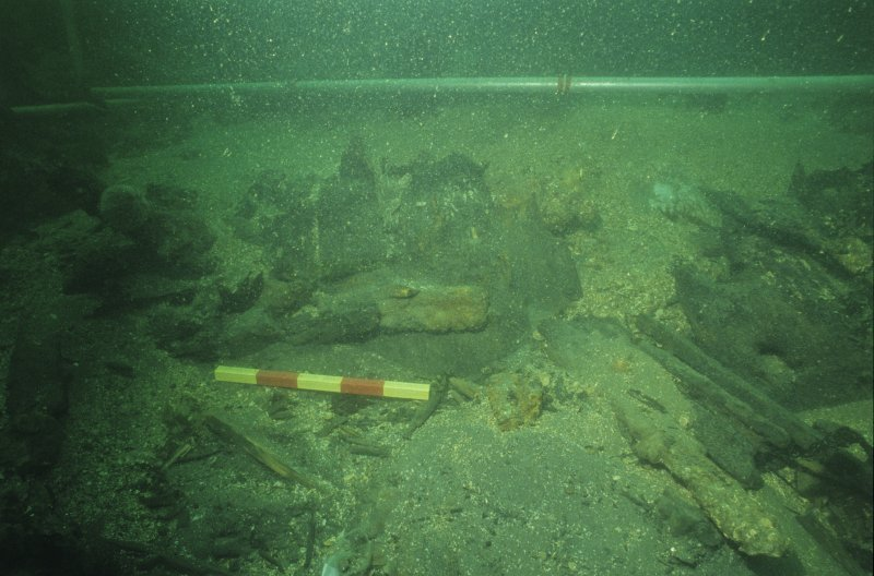 The lower stern complex in the process of excavation. Scale 50 centimetres. (Colin Martin)