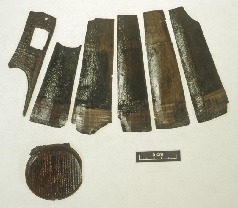 The disassembled parts of a wooden tankard (DP99/010). The outer faces of the staves are shown. Scale 5 centimetres. (Colin Martin)