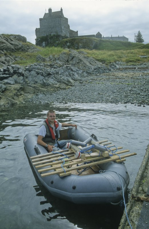Edward Martin sets off in the inflatable boat with the padded lifting-cradle for the recovery of the wooden carriage associated with Gun 8 (DP00/203). The slatted platform is to help in keeping recoveries secure and level. (Colin Martin)