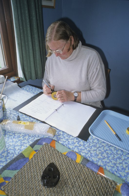 Dr Paula Martin fills in a record-sheet for each find, in this case a deadeye from the ship's rigging (DP99/037), seen in the foreground. (Edward Martin)