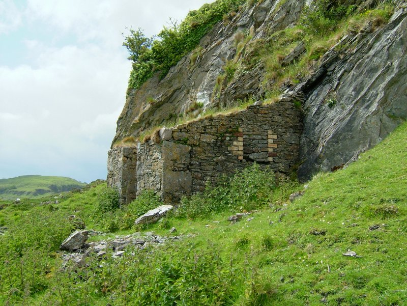 Small building set against the quarry face within a walled enclosure 40 m SW of the kiln complex. It is probably an explosives magazine. Scale 2 metres. (Paula Martin)