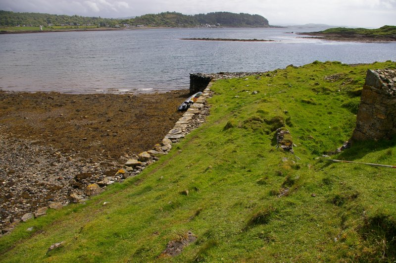 The quay frontage to the SE of Kiln 3. Beyond, at top centre, is a horseshoe-shaped reef (an Càrn = pile of stones) which appears to have served as a ballast dump. (Colin Martin)