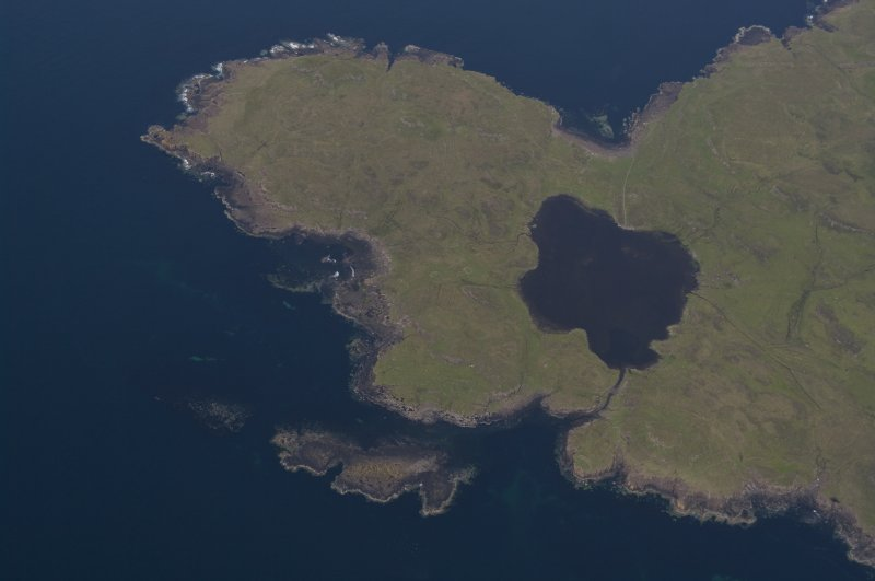 Aerial photograph of the W tip of the Rubh an Dùnain peninsula showing Loch na h-Airde and the canal linking it to the sea. The islet of Sgeir Mhòr provides a sheltered anchorage beyond the canal's mouth. (Colin Martin)
