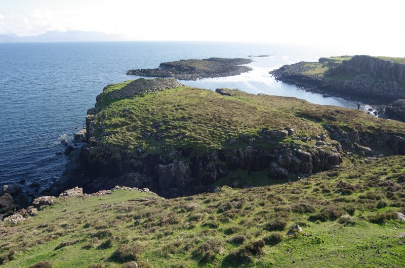 Headland fort from the NE, looking towards the islet of Sgeir Mhòr and the sheltered anchorage between. (Colin Martin)