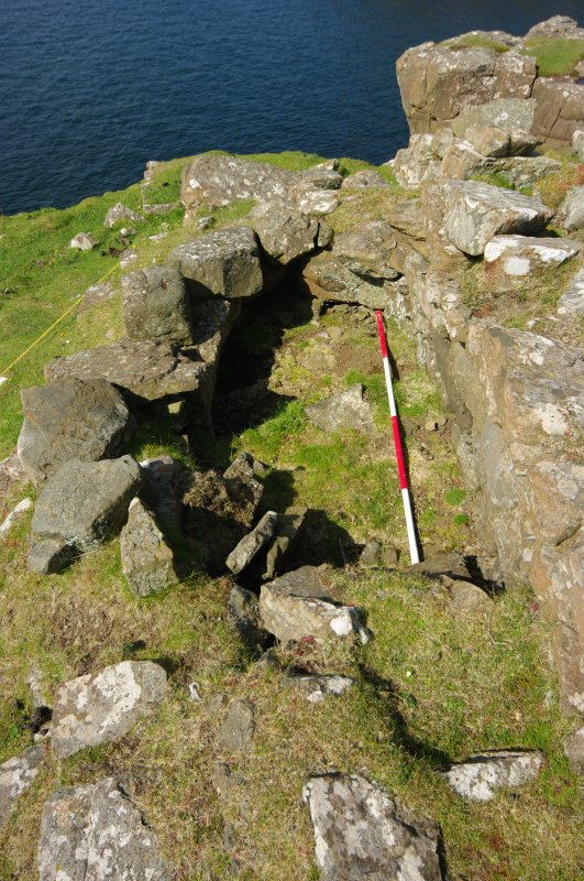 Headland fort, intramural chamber adjacent to entrance. Scale 2 metres. (Colin Martin)