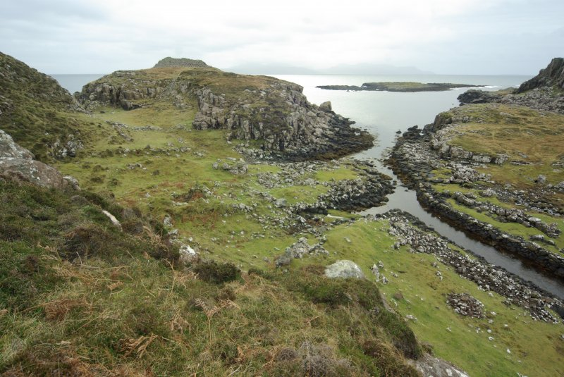 Headland fort (skylined, on left), the two nausts below it, and the canal leading into Loch na h-Airde. The islet of Sgeir Mhòr and the sheltered anchorage lie beyond. (Colin Martin)