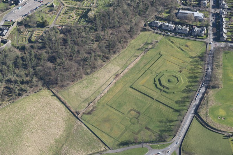Oblique aerial view of King's Knot and the site of the military camp, looking SE.