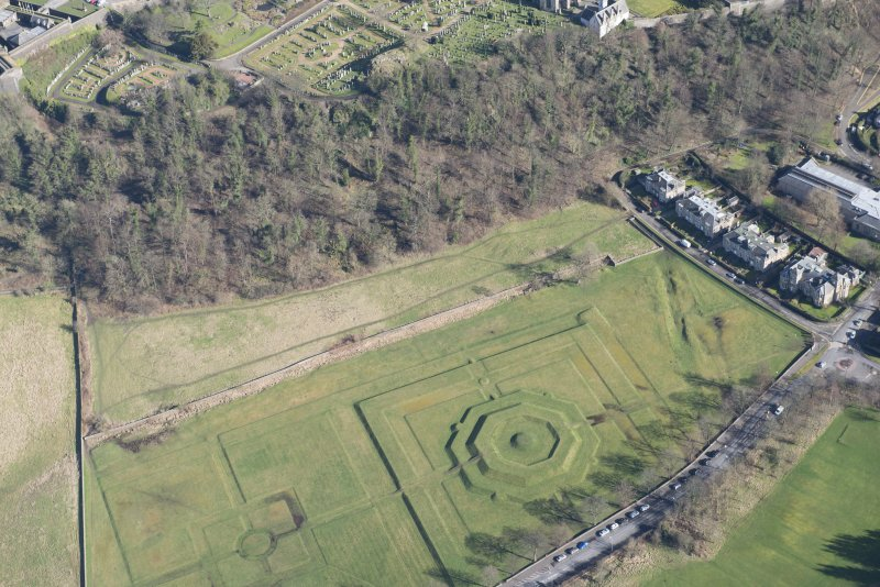 Oblique aerial view of King's Knot and the site of the military camp, looking E.
