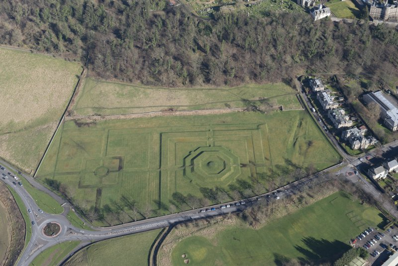 Oblique aerial view of King's Knot and the site of the military camp, looking NE.