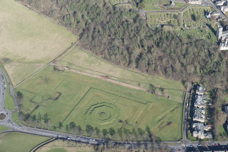 Oblique aerial view of King's Knot and the site of the military camp, looking NNE.