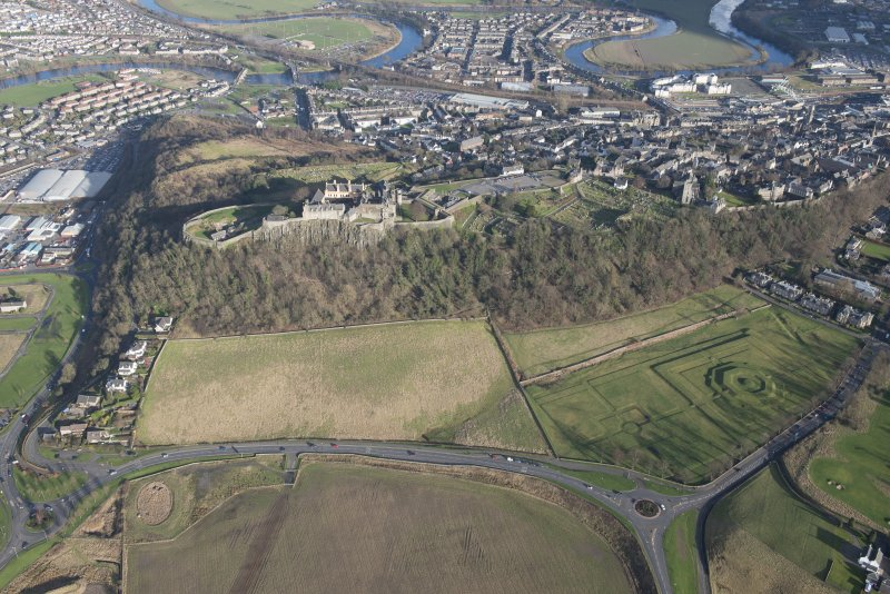 Oblique aerial view of the King's Knot and Stirling Castle, looking ENE.