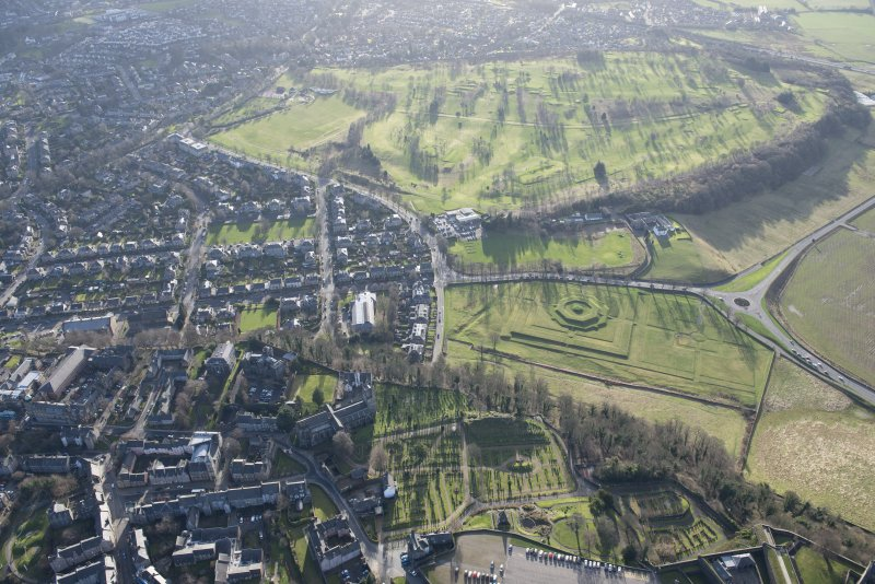 Oblique aerial view of the King's Knot, the King's Park and the golf course, looking SSW.