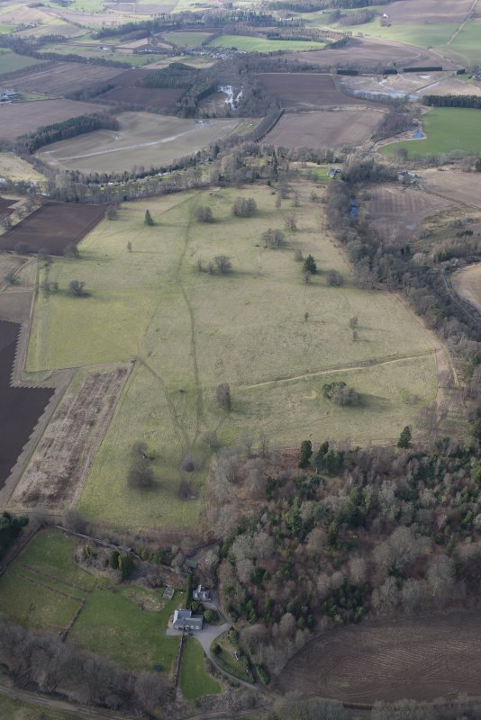 Oblique aerial view of the site of Delvine Golf Course and Inchtuthil, looking WNW.