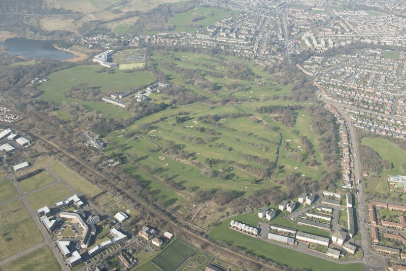 Oblique aerial view of Duddingston House and golf course and Holyrood Roman Catholic Secondary School, looking to the N.