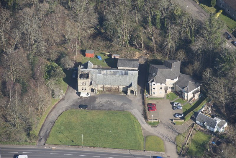 Oblique aerial view of Cardross, Geilston Hall and Drill Hall, looking N.