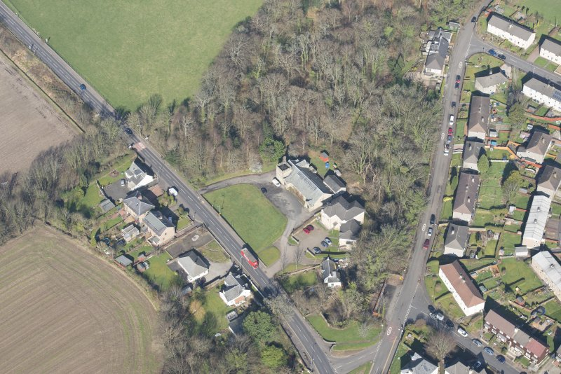 General oblique aerial view of Cardross, Geilston Hall and Drill Hall, looking NNW.