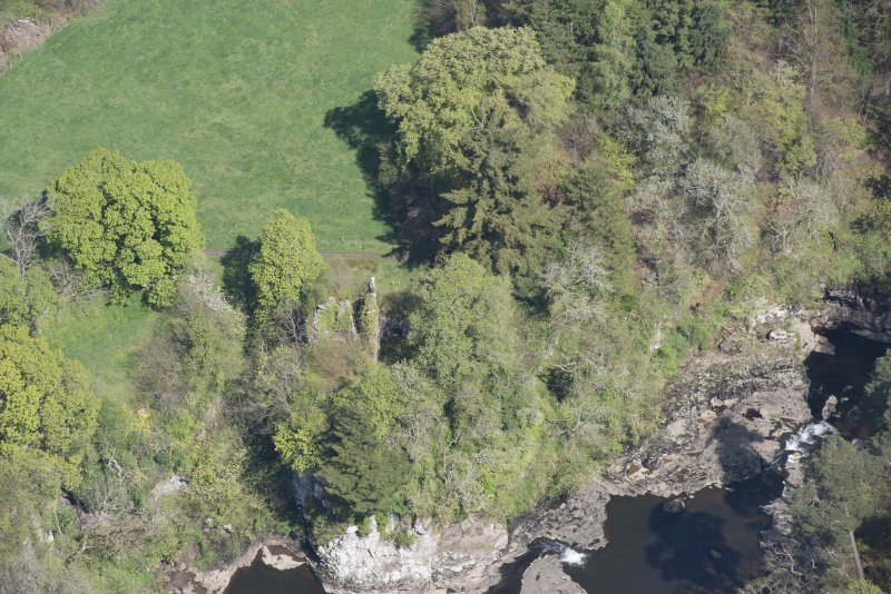 Oblique aerial view of Corra Castle, looking N.