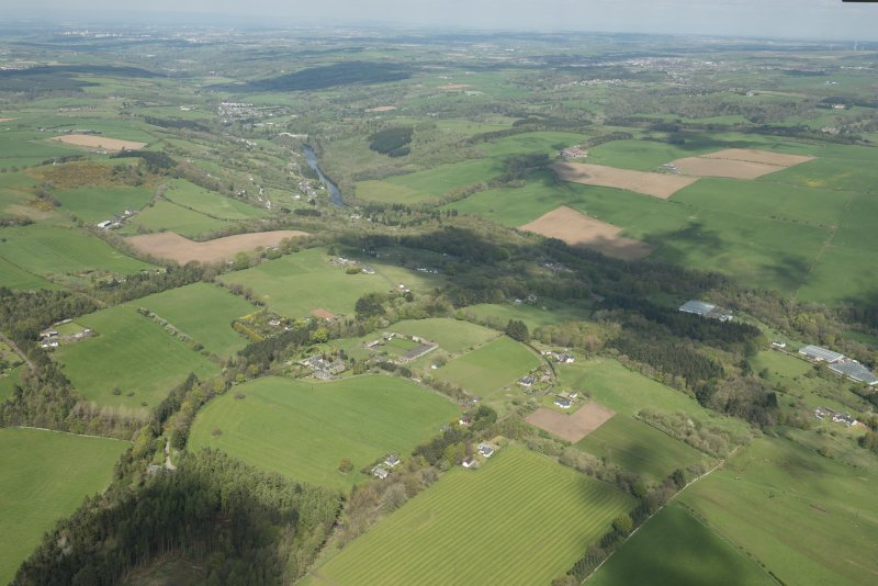General oblique aerial view of the River Clyde with Hazelbank Braes and Stoneybyres Country House in the mid distance, looking NW.