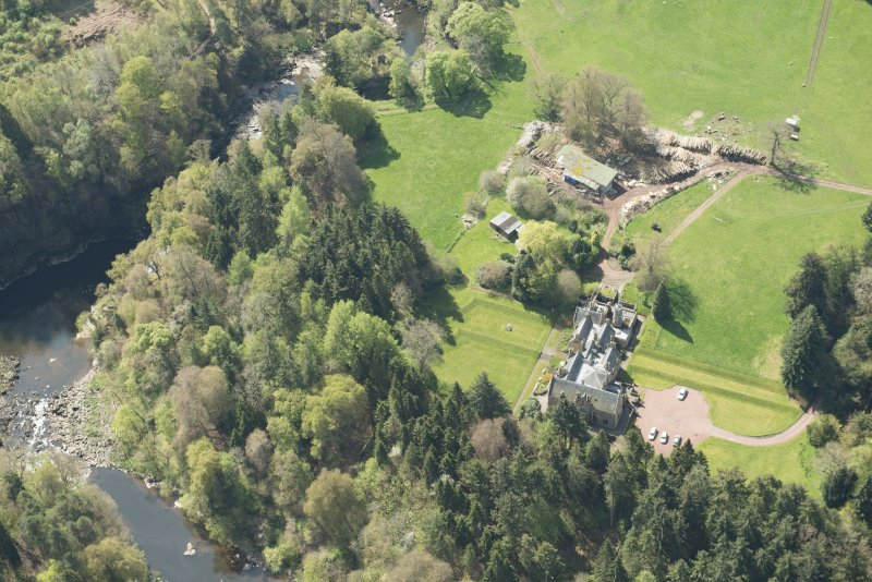 Oblique aerial view of Corra Castle and Corehouse Country House, looking SW.