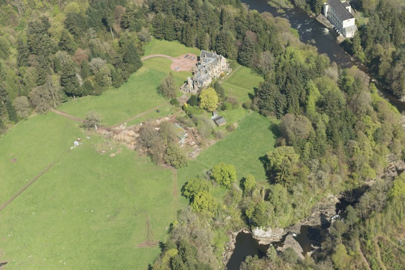 Oblique aerial view of Corra Castle and Corehouse Country House, looking NNE.