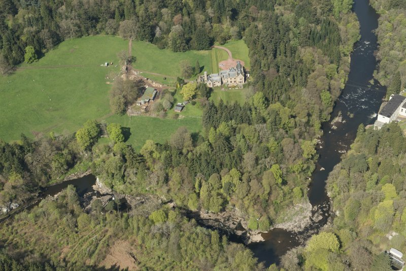 Oblique aerial view of Corra Castle and Corehouse Country House, looking NNW.