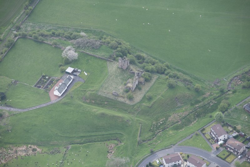 Oblique aerial view of Sanquhar Castle, looking SSW.