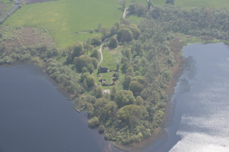 Oblique aerial view of Lochmaben Castle, looking SSE.