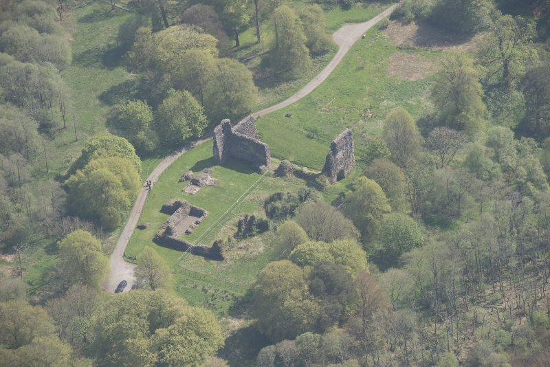 Oblique aerial view of Lochmaben Castle, looking SE.