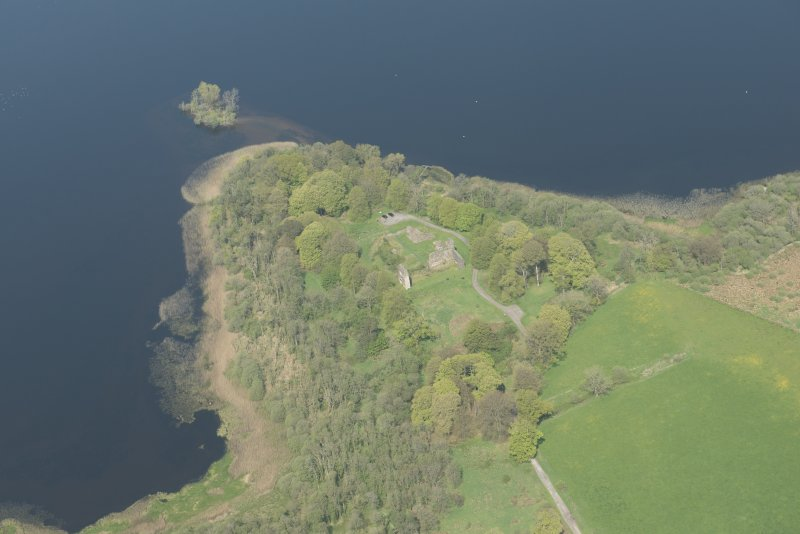 Oblique aerial view of Lochmaben Castle, looking NNE.
