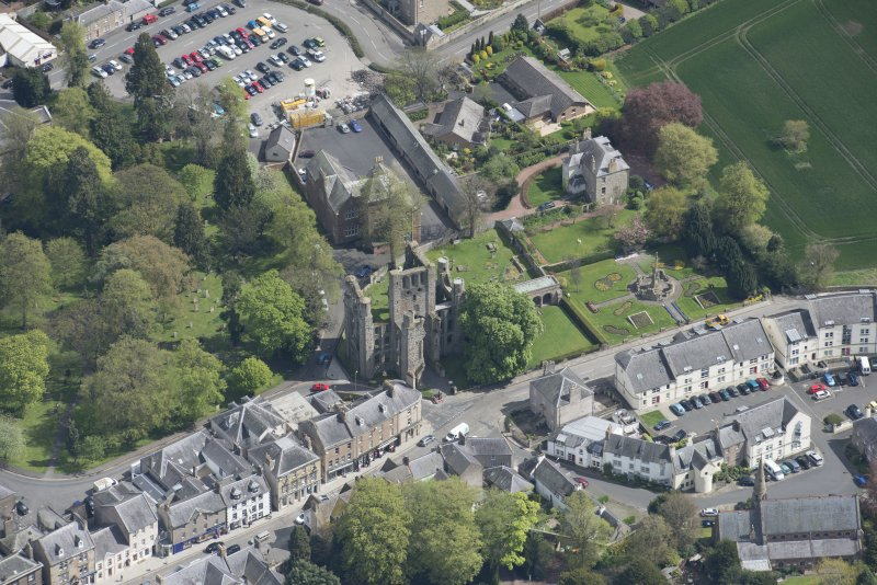 Oblique aerial view of Kelso Abbey and War Memorial, looking E.