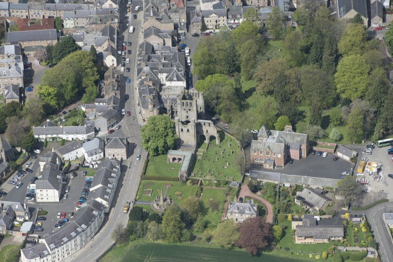 Oblique aerial view of Kelso Abbey and War Memorial, looking NNW.