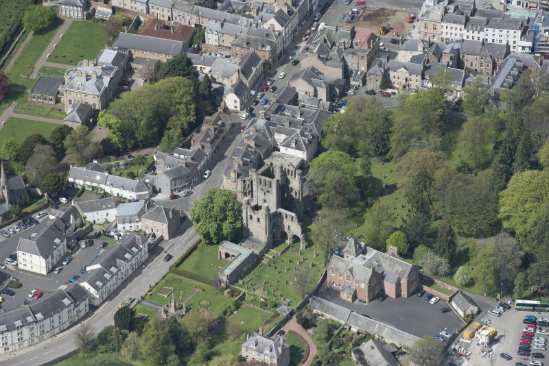 Oblique aerial view of Kelso Abbey and War Memorial, looking NW.