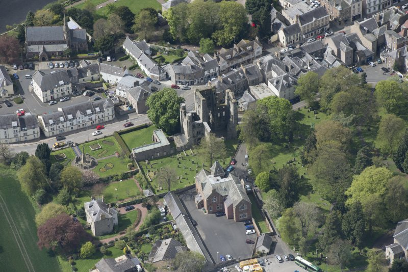 Oblique aerial view of Kelso Abbey and War Memorial, looking W.