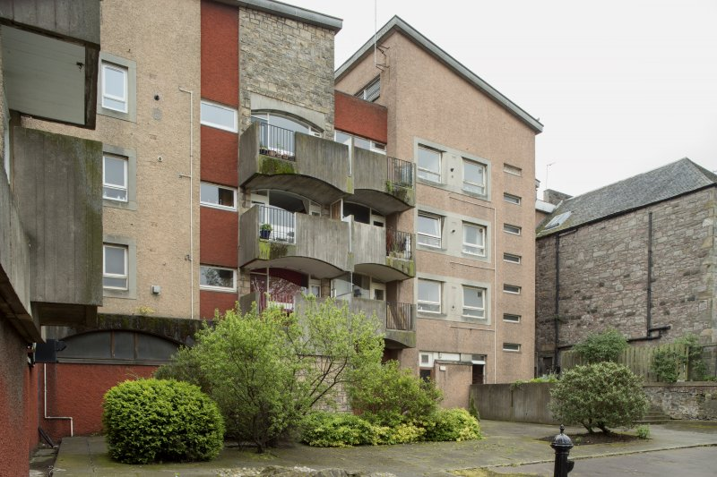 View of rear elevation of Spence, Glover & Ferguson Canongate Housing at 3 Brown's Close and 65-71 Canongate, Edinburgh, from NE.