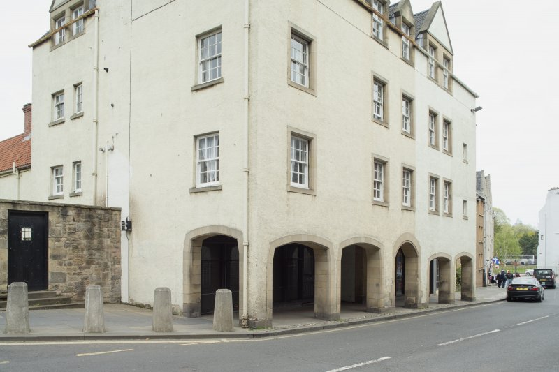 General view of arcaded entrance on front elevation of 1-12 White Horse Close, 29 Canongate, Edinburgh, from SW.